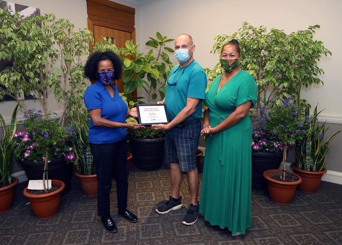 Gifford - 2nd Place Small Yard - Award